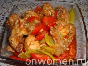 teplyj-salat-iz-bolgarskogo-perca-i-pomidor-s-kuricej11