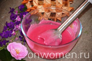 varene-iz-lepestkov-chajnoj-rozy-bez-varki6