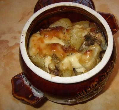 Курица с картошкой в горшочках в духовке