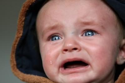 Почему ребенок плачет по любому поводу? Что делать, как помочь ребенку ( отзывы)