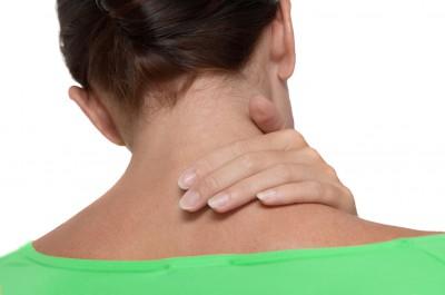 Болит шея сзади причины