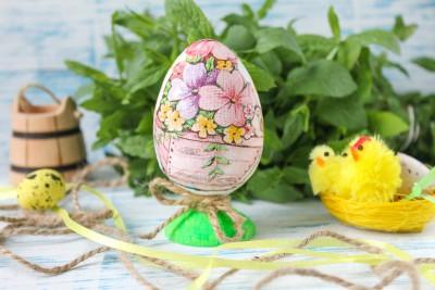 Декупаж пасхального деревянного яйца в кантри стиле