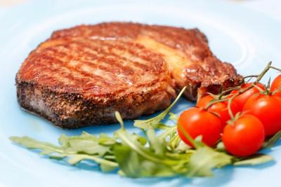 Как приготовить стейк из свинины на сковороде в домашних условиях: 3 рецепта сочных и вкусных стейков