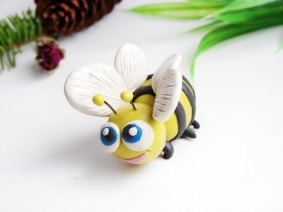 Пчела из пластилина