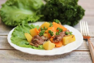 Баранина, тушенная с овощами