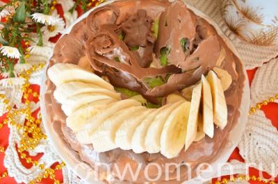 biskvitnyj-tort-s-fruktami-i-shokoladom-v-multivarke16