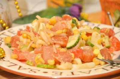 Легкий салат с вяленой курицей