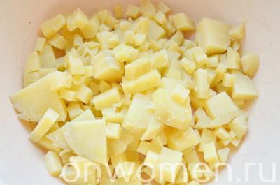 salat-s-kuricej-yajcami-i-ovoshhami1