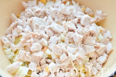 salat-s-kuricej-yajcami-i-ovoshhami3