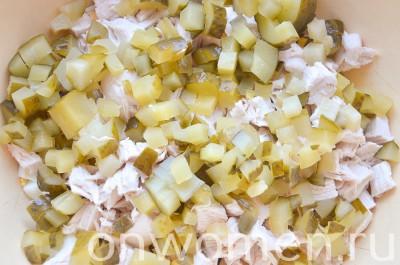 salat-s-kuricej-yajcami-i-ovoshhami4