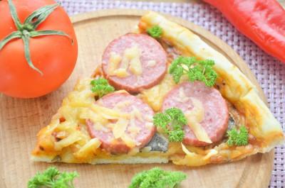 Пицца с колбасой и грибами на дрожжевом тесте