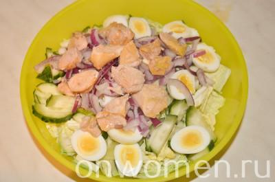 salat-s-pechenyu-treski-i-perepelinymi-yajcami5