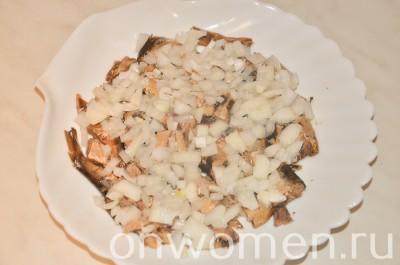 sloenyj-salat-so-shprotami-i-syrom5