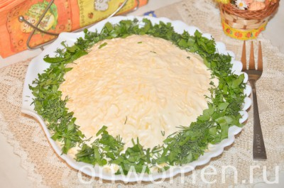 sloenyj-salat-so-shprotami-i-syrom8