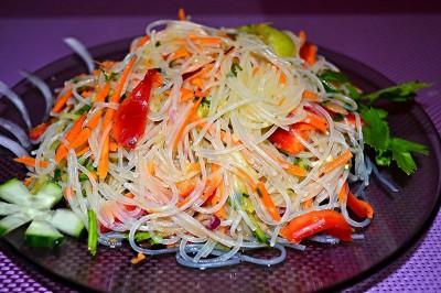рецепт салата с фунчозой и морепродуктами