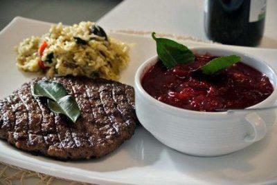 Брусничный соус к мясу: рецепты, особенности приготовления